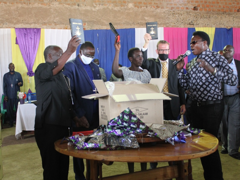 eindelijk nieuwe Bijbelvertaling in Tanzania